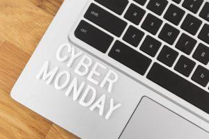 Cyber monday écrit sur un ordinateur portable